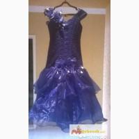Нарядное платье для девочки платье на 10-12 лет в Омске